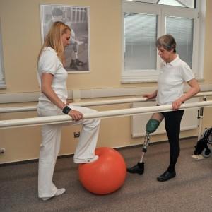 Nácvik rovnováhy s gymnastickým míčem
