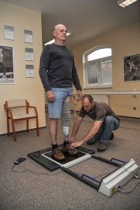 Seřizování zkušební bércové protézy.