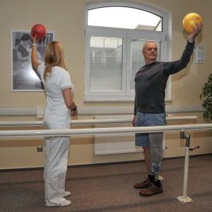 Nácvik rovnováhy s gymnastickými míči