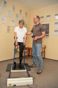 Zkouška protézy se zkušebním lůžkem