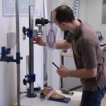 Sestavování jednotlivých komponentů protézy