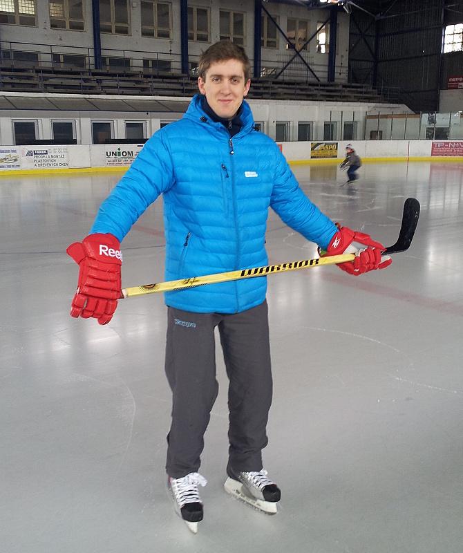 Beznohý hokejista opět na ledě.