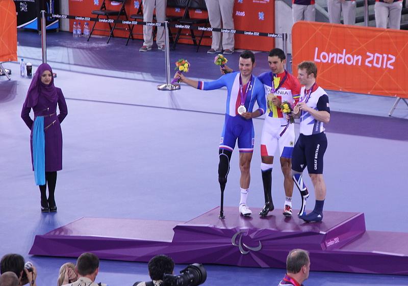 Na stupních vítězů na paralympiádě v Londýně 2012.