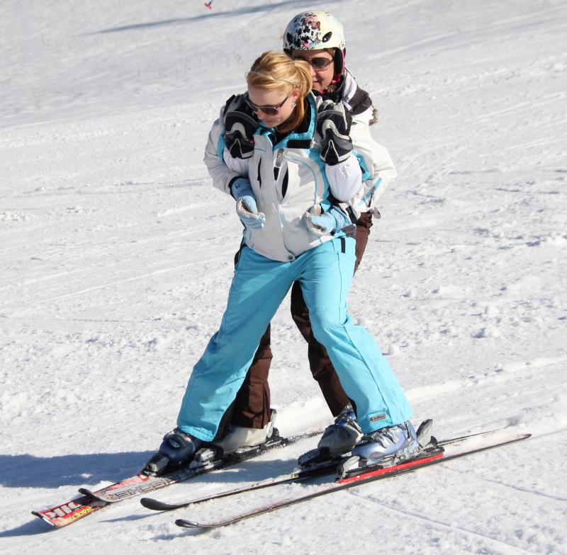 Taky jsem se díky Hance postavila na lyže.