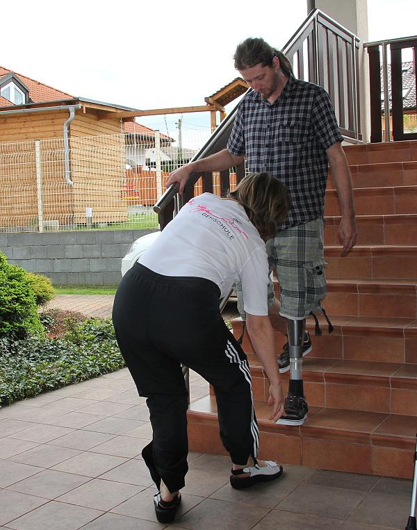 Nácvik chůze ze schodů.