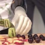 Krájet ovoce s protézou ruky? S Michelangelem ano!