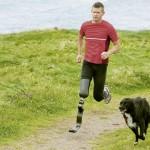 Nadkolenní sportovní protéza - V přírodě i na tartanové dráze