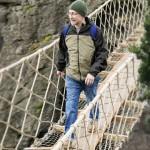 Harmony - John přechází most