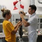 Soňa a Jirka Ježkovi vyrábějí protézu