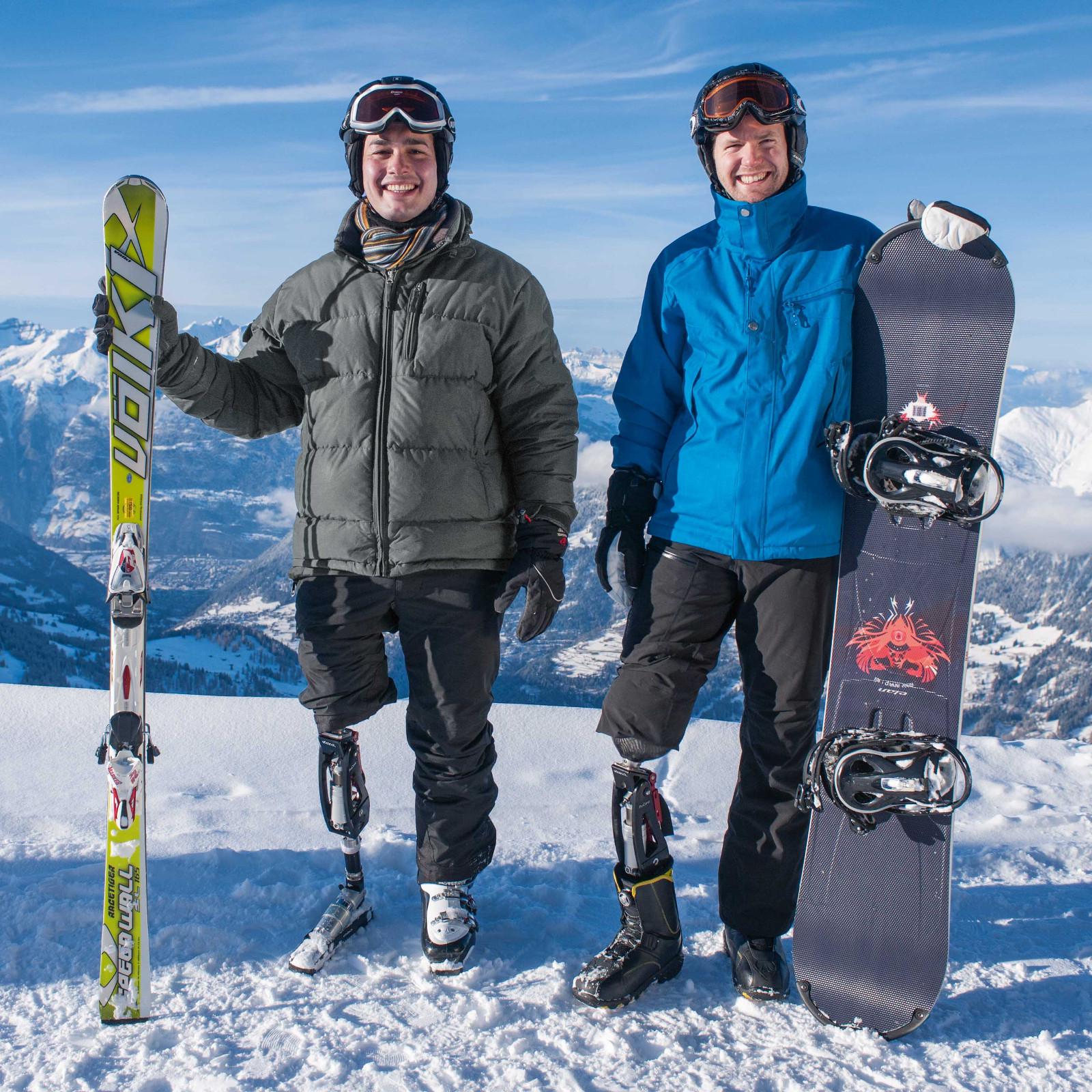 Snowboard i lyže