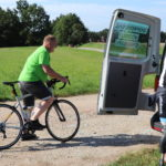 24. Velmi unikátní moment, který se už nemusí nikdy opakovat – Vladan imitující jízdu na silničním kole.